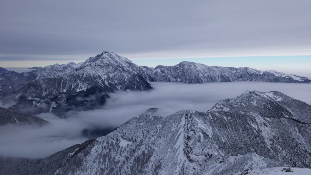 Razgled z vrha Storžiča proti Kočni. Avtor: Rok Tičar