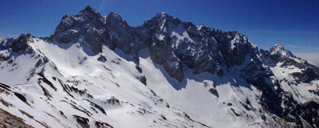 Zimski pogled na gore nad Ledinami